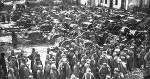 "Russian prisoners of war after the Battle of Tannenberg. ""Russian prisoners tannenberg"" by website: Ray Mentzer (atominfo@aol.com); photographer unknown - Photos of the Great War. Licensed under Public domain via Wikimedia Commons."