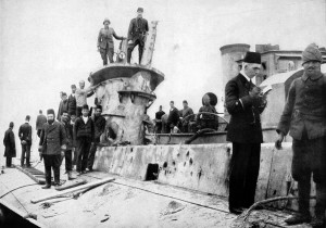 Turkish and German personnel inspect the wreck of the E-15. Image courtesy The War Illustrated, 17 July 1915.