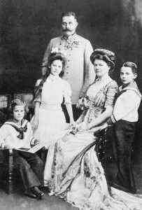 Archduke Franz Ferdinand with his wife Sophie, Duchess of Hohenberg, and their three children (from left), Prince Ernst von Hohenberg, Princess Sophie, and Maximilian, Duke of Hohenburg, 1910. Image courtesy Imperial War Museum.
