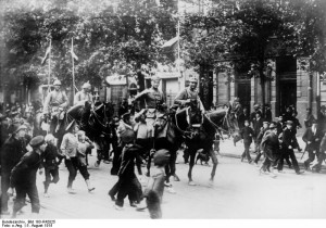 German Cavalry entering Warsaw on August 5, 1915. Image in public domain.