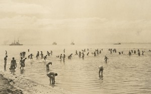 AIF troops bathing at Anzac Beach, Gallipoli, 1915. Image courtesy Australian War Memorial.