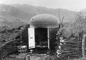 TAn armoured turret complete with an artillery gun in a mountain position in the Torzburg Pass, 1916. Image courtesy Imperial War Museum © IWM (Q 23928).